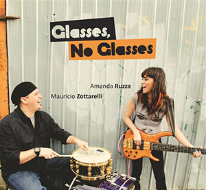 Amanda Ruzza and Mauricio Zottarelli - Glasses No Glasses