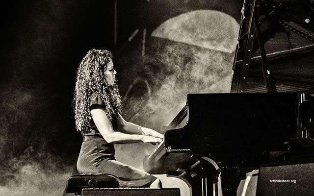 Sylvie-Courvoisier-solo-Frank-Schindelbeck--1-JDG
