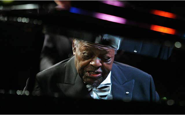 Oscar-Peterson-2-Michelle-V-Agnis-The-New-York-Times-JDG